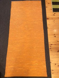 Orange matta av Tommy Jonestrand