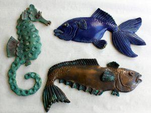 Tre fiskar i keramik av Inga-Lisa Östman