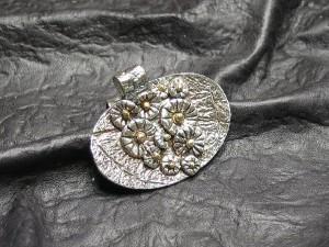 Blomkorg i silverlera av Ursula klasén