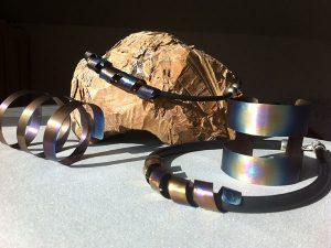 Armband och halsband av Anita Öberg