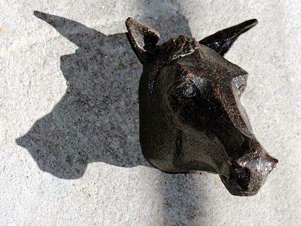 Horse Face i keramik av Jill Stark